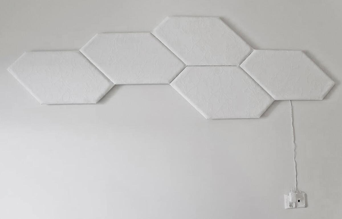 Katrin Kabun Installatsioon on päevavalguses minimalistlik ega esita mingeid nõudmisi...